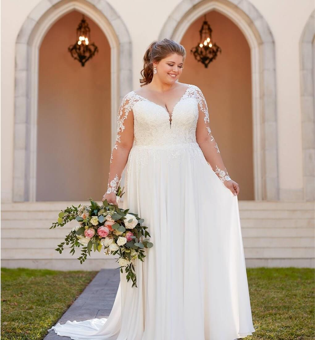 Curvy bride wearing a white gown